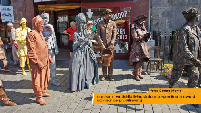 montE17926- living statues