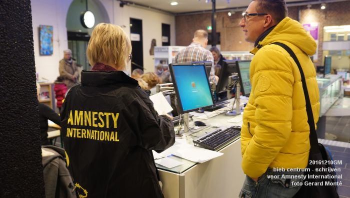 DSC01886- bieb centrum - Schrijven voor Amnesty International - 10december2016 - foto GerardMontE web