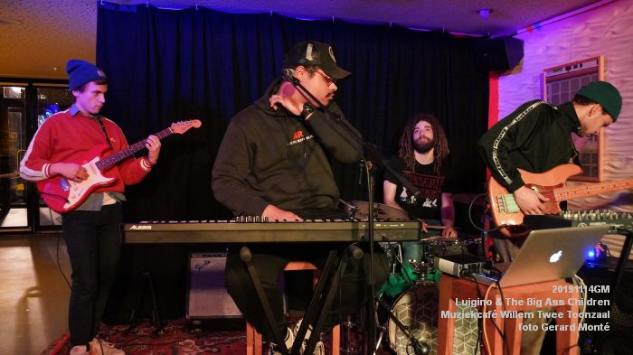 HDSC02811-  Luigino en The Big Ass Children - Muziekcafe van Willem Twee concertzaal vh Toonzaal - 14nov2019 - foto GerardMontE web