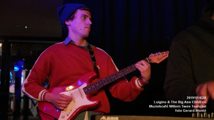 HDSC02823-  Luigino en The Big Ass Children - Muziekcafe van Willem Twee concertzaal vh Toonzaal - 14nov2019 - foto GerardMontE web