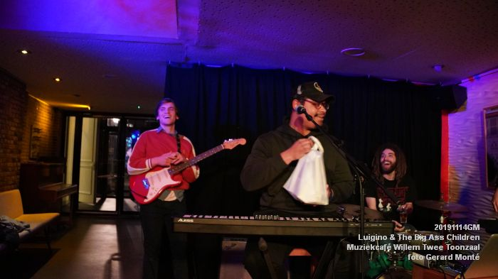 HDSC02834-  Luigino en The Big Ass Children - Muziekcafe van Willem Twee concertzaal vh Toonzaal - 14nov2019 - foto GerardMontE web